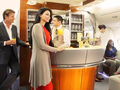 所有阿联酋航空a380的商务舱都配备了平躺式座椅,大多数波音777客机