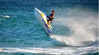 海外度假 >>巴厘岛自费项目详细说明 活动项目地点位于南湾水上活动