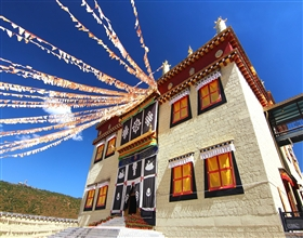 [1-Day Tour] Songzanglin Monastery, Shangri-La Old Town & Pudacuo National Park (Private)