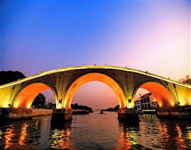 [1-Day Tour] Grand Canal Cruise, Suzhou City Rickshaw & Classical Gardens (Private, includes lunch)<br>[Visa Exclusive 2017]