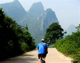 [1-Day Tour] Cycling Tour of Yangshuo-Aishan-Puyi-Yangshuo (Private, includes lunch)<br>[Visa Exclusive 2017]