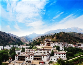 [4-Day Tour] Resonant Sand Gorge & Wudangzhao (Private, depart Baotou, 4-star)