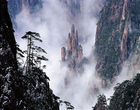 [3-Day Tour] Huang Shan (West Sea Great Canyon) & Hongcun (Private, April to November, no-shopping)